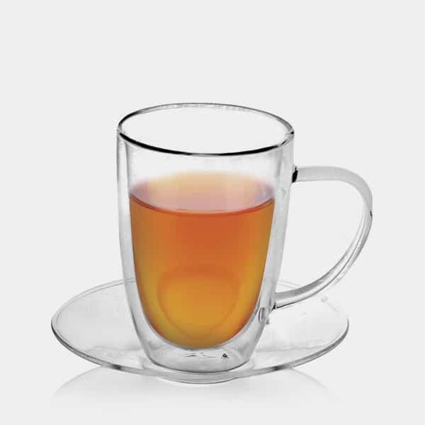 Tee mit Untertasse